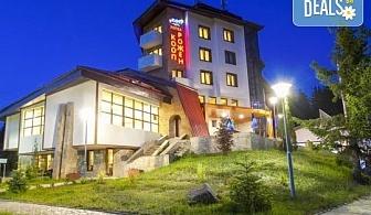 Зимна почивка в хотел Кооп Рожен! 1 нощувка със закуска и вечеря, ползване на закрит басейн, сауна и парна баня, трансфер до ски писти!