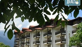 Зимна почивка в хотел Сънрайз 4* в Банско! Нощувка със закуска и вечеря, ползване на отопляем закрит басейн, парна баня, солна стая и фитнес, безплатно за дете до 5.99г.