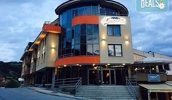 Зимна почивка в семеен хотел Маунтин Бутик 3*, Девин! Нощувка със закуска или закуска и вечеря, ползване на зона за релакс, сауна и парна баня, безплатно за дете до 6.99 г.