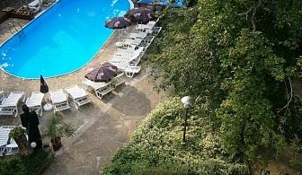 Златна възраст 55+ на море в Китен! Хотел Арияна за ЕДНА нощувка на човек с пълен пансион, възможност за трансфер до хотела и ползване на открит басейн / 15 Май до 20 Юни 2019 г.