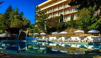 в Златни пясъци през лятото - хотел Вежен! Нощувка на база All Inclusive + ползване на басейн с чадър и шезлонг !!!