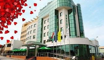 4-звезден Свети Валентин в Diplomat Plaza Hotel & Resort, Луковит! 1 или 2 нощувки със закуски и романтична вечеря с  DJ + топъл басейн и СПА
